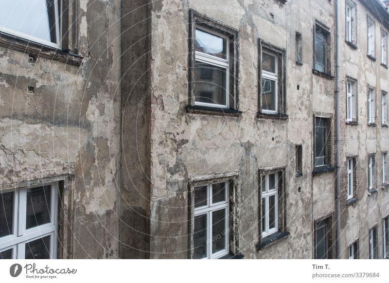 Hinterhof Berlin Prenzlauer Berg Stadt Außenaufnahme Hauptstadt Altstadt Menschenleer Stadtzentrum Fenster Häusliches Leben Mauer Haus Fassade Altbau
