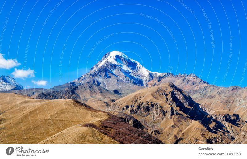 Ferien & Urlaub & Reisen Tourismus Schnee Berge u. Gebirge Natur Landschaft Pflanze Himmel Wolken Herbst Klima Gras Felsen Stein natürlich blau Kaukasus