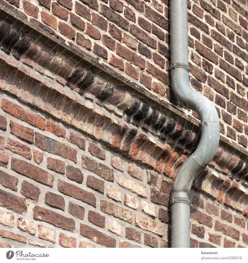 regenbogenrinne. Häusliches Leben Haus Hausbau Handwerker Landwirtschaft Forstwirtschaft Industrie Baustelle Regen Bauwerk Gebäude Mauer Wand Fassade Dachrinne