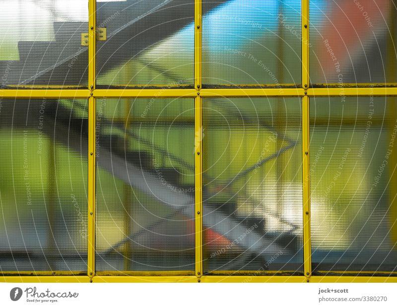 Treppenhaus über Fenster belichtet Architektur Glas Menschenleer modern Farbfoto Tageslicht Schatten Unterteilung Gebäude Treppengeländer Gegenlicht Linien