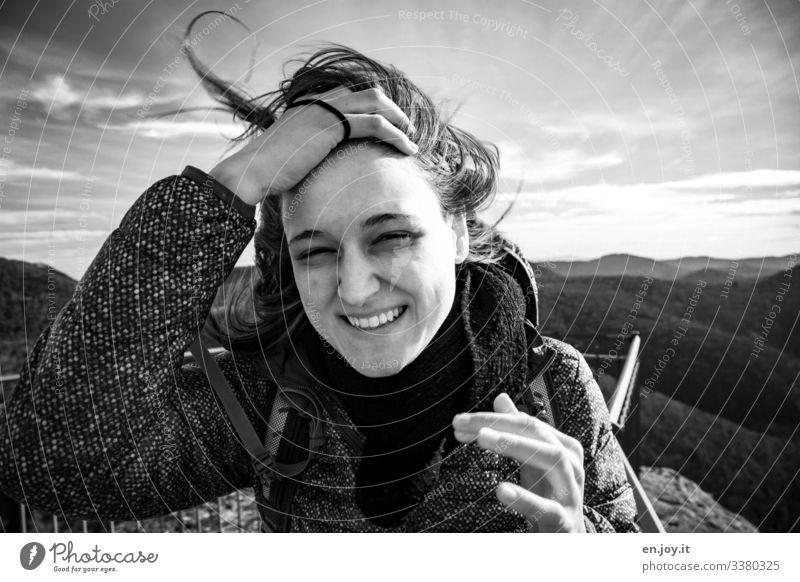 der nervt Ferien & Urlaub & Reisen Ausflug feminin Junge Frau Jugendliche Erwachsene 18-30 Jahre Himmel Horizont Wind Sturm Wald Hügel Jacke Schal