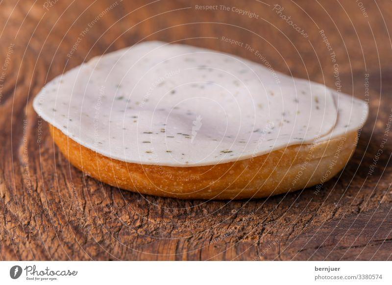 Fleisch Wurstwaren Käse Brot Brötchen Frühstück Tisch Holz frisch lecker weiß Wurstsemmel Fettbemme bayerisch Snack Essen Mahlzeit wurstsemme Hirnwurst