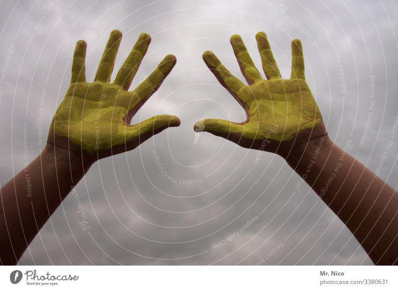 Hände waschen l corona thoughts gelb Fingerfarbe Himmel Wolken Sauberkeit Hygiene Virus coronavirus 10 Arme Handfläche Gesundheit Gesundheitswesen Krankheit