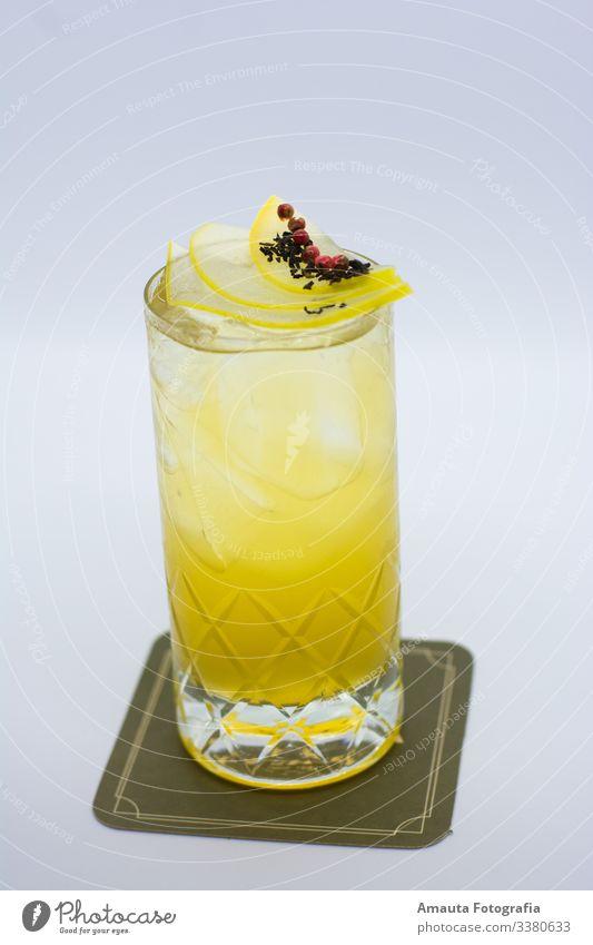 Cocktails sind köstlich Getränk trinken Erfrischungsgetränk Alkohol Spirituosen authentisch außergewöhnlich gut Glas Pub Bar Farbfoto Innenaufnahme