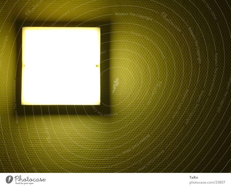 FlurLichT Häusliches Leben Lampe gelb grün Rechteck Flurlicht Licht hell steril Quadrat Lichtschein dunkel Schatten Menschenleer Farbfoto Innenaufnahme