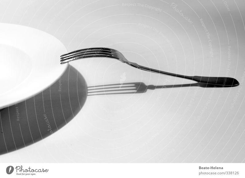wenn der Teller leer bleibt ... weiß schwarz Gesunde Ernährung Denken Essen Gesundheit Stadt Essen Lebensmittel Armut Lifestyle genießen Sauberkeit Fitness