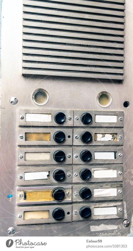 Wohnung Mauer Wand Häusliches Leben Name Anstecker Navigation schild klingeln Klingelschild haustür haustürklingel nachbarschaft Nachbar mietwohnung immobilie