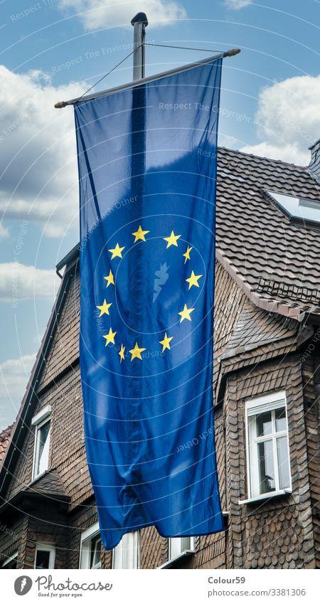 Design Büro Business Fassade Fahne blau Europa Deutschland Flagge europäisch hängend haus schieferhaus Bündnis frankenberg sterne Farbfoto Nahaufnahme Tag
