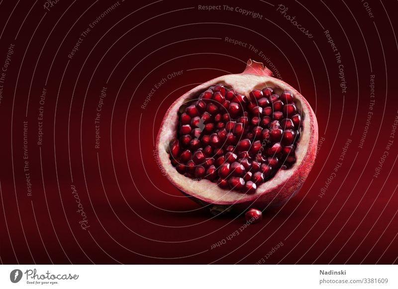 Granatapfel Frucht Lebensmittel rot Gesundheit Farbfoto Vegetarische Ernährung frisch Bioprodukte Menschenleer lecker Diät Gesunde Ernährung saftig Fasten süß