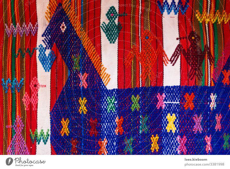 Design Ferien & Urlaub & Reisen Tourismus Ferne Pferd Vogel 3 Tier Souvenir Zeichen Streifen blau gelb rosa rot fabric Guatemala weave textile colorful woven