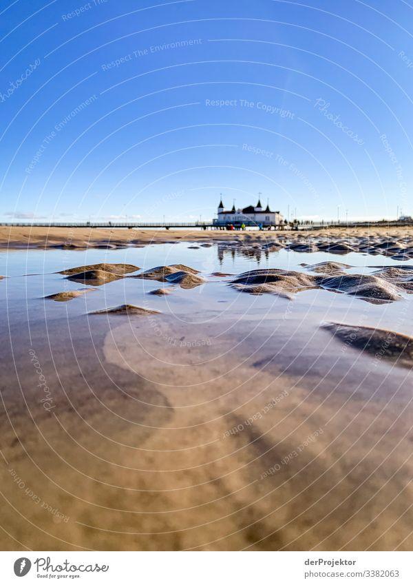 Am Strand von Ahlbeck mit Seebrücke Mecklenburg-Vorpommern Deutschland Insel Ostseeinsel Ausflugsziel wandern entdecken Kälte entspannen Netz Architektur