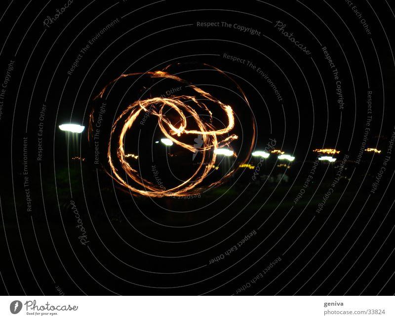 Spiel mit dem Feuer 1 Nacht Mainz Langzeitbelichtung Club Brand Tanzen Verwirbelung