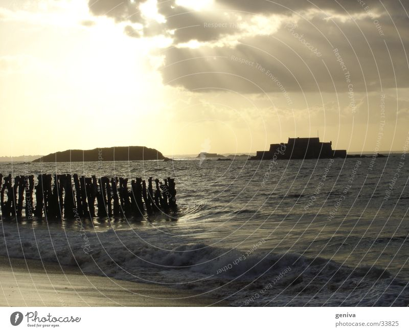 St.Malo und seine Burg Sonne Sommer Wolken Europa Bretagne Frankreich Staint-Malo
