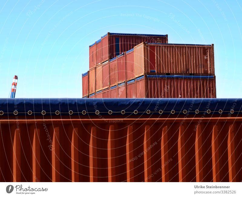 Rote Container im Hamburger Hafen Lagerung Transport Containerterminal Güterverkehr & Logistik Ösen Metall Behälter Fracht Frachtbehälter rot blau Stapel