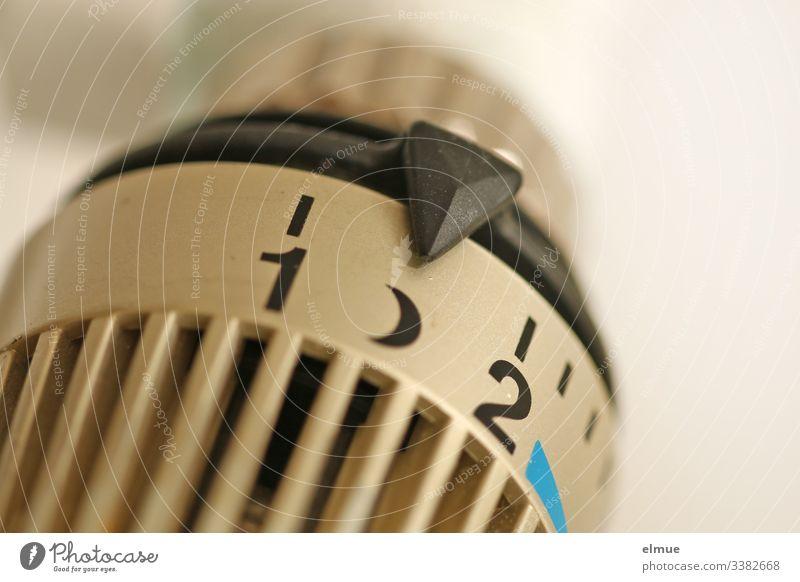 Thermostat steht auf Nachtschaltung Temperaturregler sparen Heizkörper Regler Mond kalt Frostschutz Gerät Zusatzgerät Wohnraum Wohlfühltemperatur
