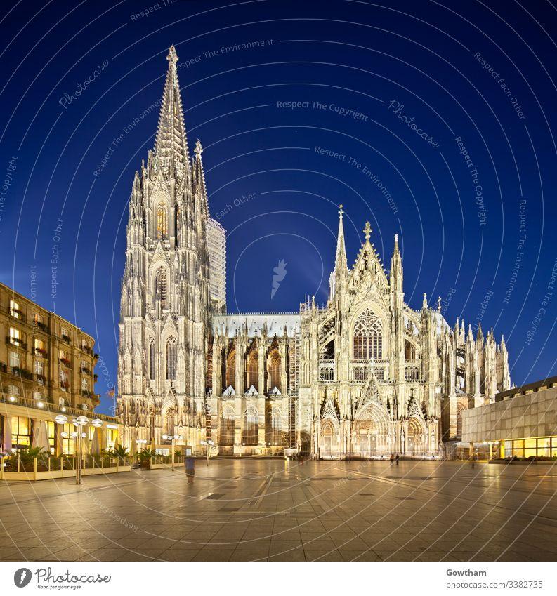 Kölner Dom bei Nacht, Deutschland Quadrat Kathedrale Abend Abenddämmerung Kirche Gothic altstadt übersichtlich Architektur nordrhein-westfalen