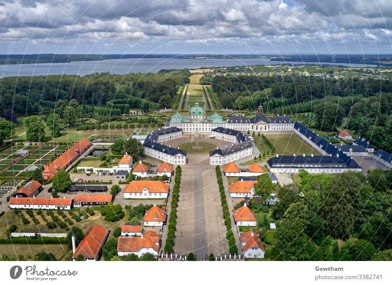 Luftaufnahme von Schloss Fredensborg, Dänemark antik Architektur Anziehungskraft Burg oder Schloss König alt Prinzessin Königin Tourismus Tourist reisen