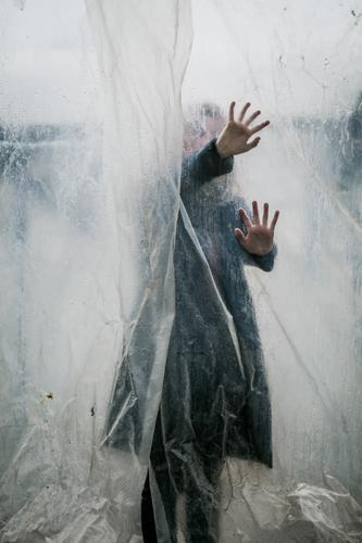 gefangen Depression Entsetzen Helloween düster Filmindustrie halten allein Angst Trauerflieger dunkel Gefühle