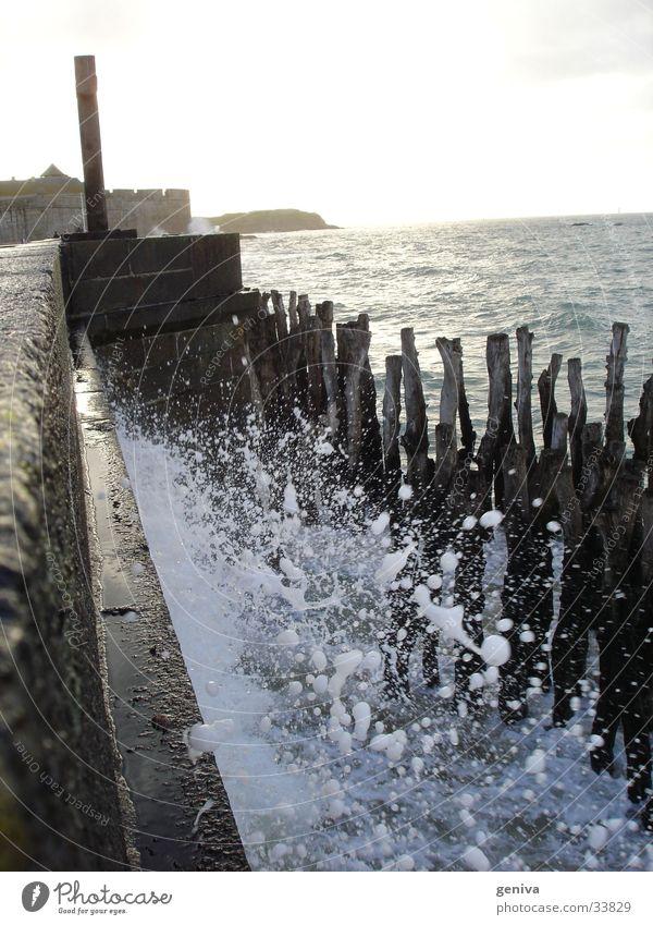 Wasser an die Wand Sonne Meer Wellen Flut Bretagne Staint-Malo