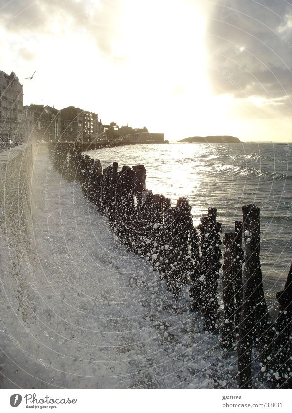 Springflut Wasser Sonne Meer Wellen Bretagne Flut Staint-Malo