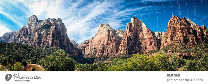 Gebirgskette des Zion National Parks in USA Abenteuer Amerika schön blau Canyon Klippe Naturschutz Ziel dramatisch Umwelt Wald Schlucht wunderschön Granit grün