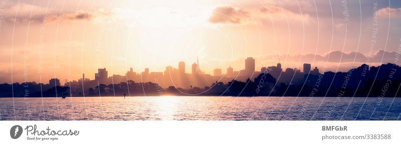 Die Skyline von San Francisco bei Sonnenuntergang amerika Anziehungskraft Bucht schön Gebäude Business Großstadt Stadtbild Küste Küstenlinie Konstruktion