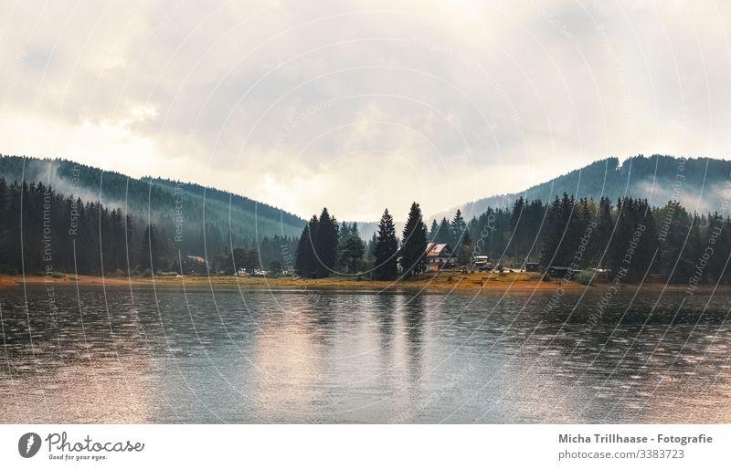 Regen über dem See Weitwinkel Panorama (Aussicht) Totale Reflexion & Spiegelung Kontrast Schatten Licht Tag Textfreiraum Mitte Textfreiraum oben