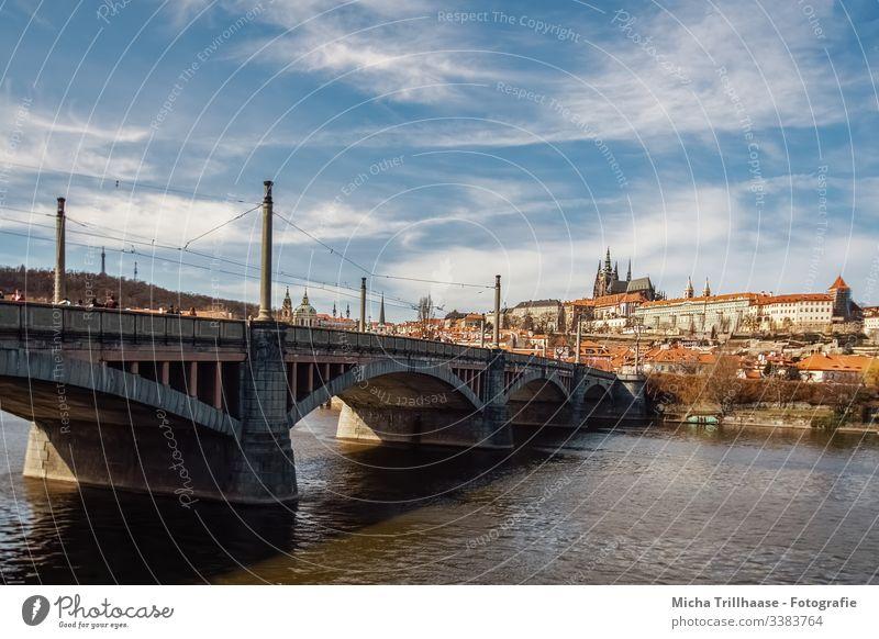 Blick zur Prager Burg und Altstadt Stadt Tschechien Fluss Moldau Brücke Tourismus Ferien & Urlaub & Reisen Außenaufnahme Europa Städtereise Sehenswürdigkeit