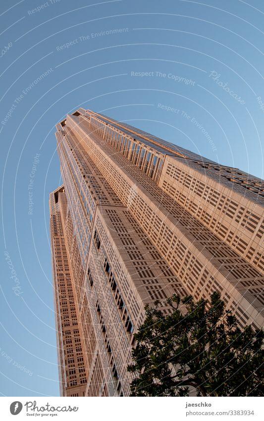 Hochhaus: Rathaus in Tokio Architektur Japan Tokyo Wolkenkratzer Tourismus hoch Haus futuristisch Stadtzentrum Bauwerk Asien Sehenswürdigkeit Hauptstadt Gebäude