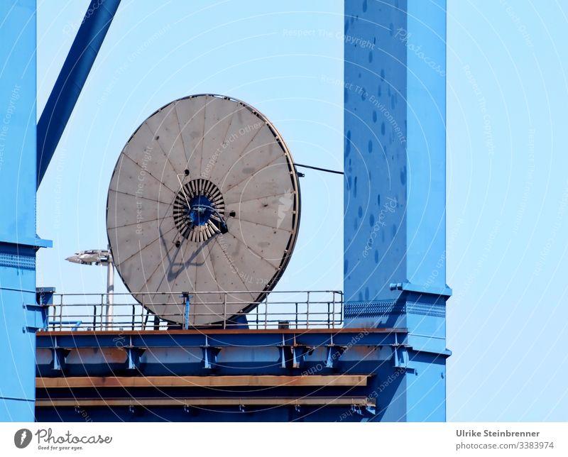 Krananlage im Hamburger Hafen Terminal Verladung metall Scheibe Burchardkai Containerterminal Detail blau Drehscheibe Schifffahrt Güterverkehr & Logistik