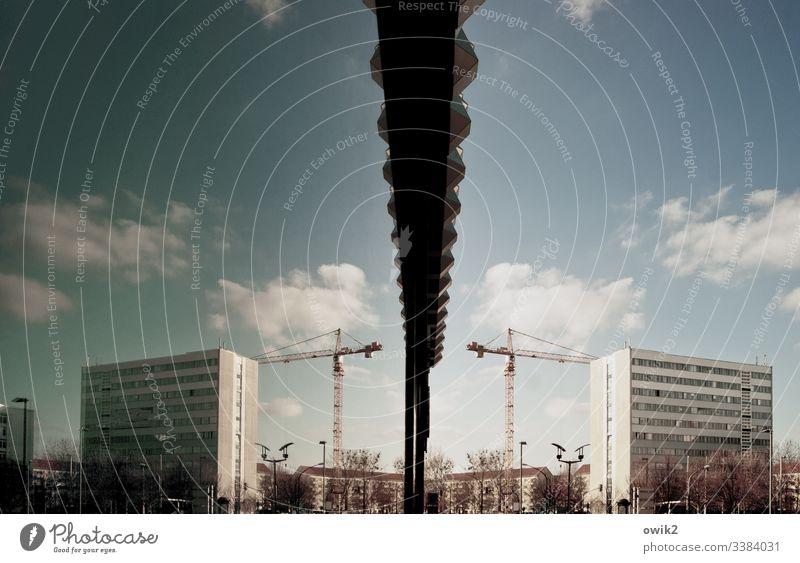 Doppeldeutig Dresden Großstadt Stadtzentrum Sachsen Landeshauptstadt Hochhaus Baukran Baustelle Himmel Wolken Reflektion Spiegelung urban Schaufenster Glas