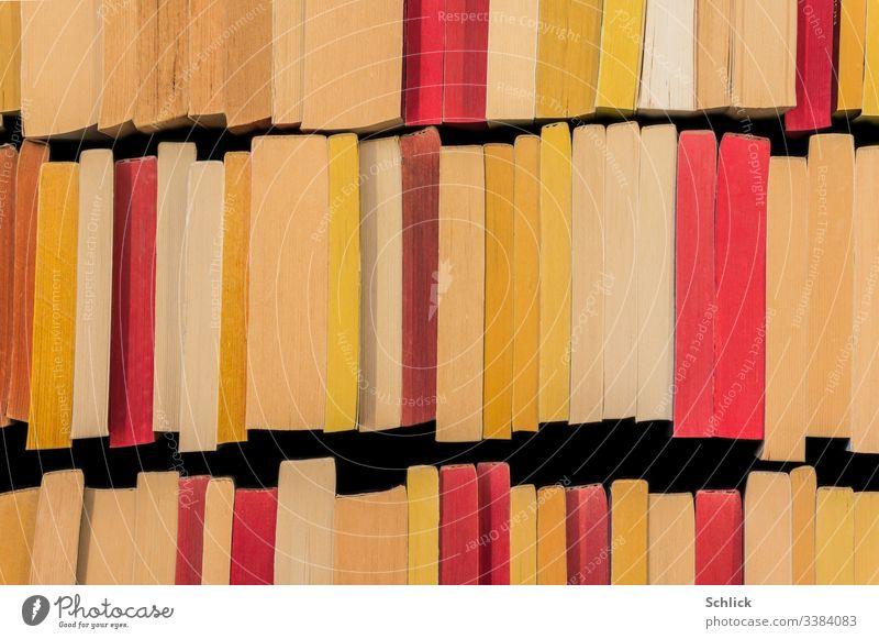Hintergrundbild second hand Bücher aus der Vogelperspektive bücher bunt gebraucht geschlossen weiß rot gelb Papier Recycling viele Reihe Taschenbücher Romane