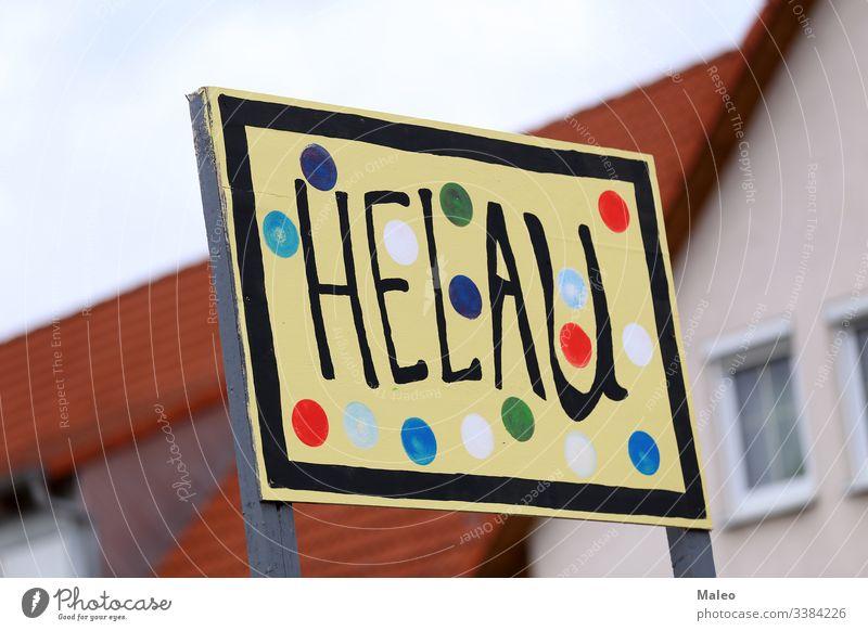 Party-Label mit Streamer, Text Helau bedeutet fröhlichen Karneval Hintergrund Postkarte feiern Feier farbig bunt Konfetti Dekoration & Verzierung dekorativ