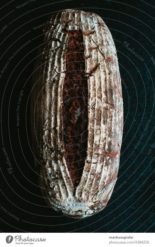 Selbstgebackenes Bio Natursauerteigbrot selbstgebacken homemade handcrafted Brot Brotlaib Brote Gesunde Ernährung Kohlenhydrate Weizen Vollkorn Dinkel Kruste