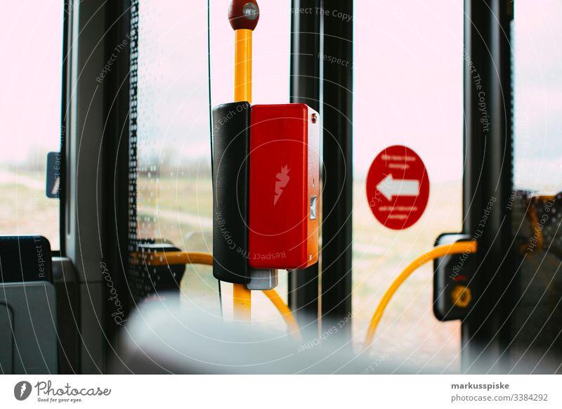 Öffentlicher Personennahverkehr Bus Busfahren Mobilität mobil Nahverkehr transport stoppen Knopf Alarm Haltestelle