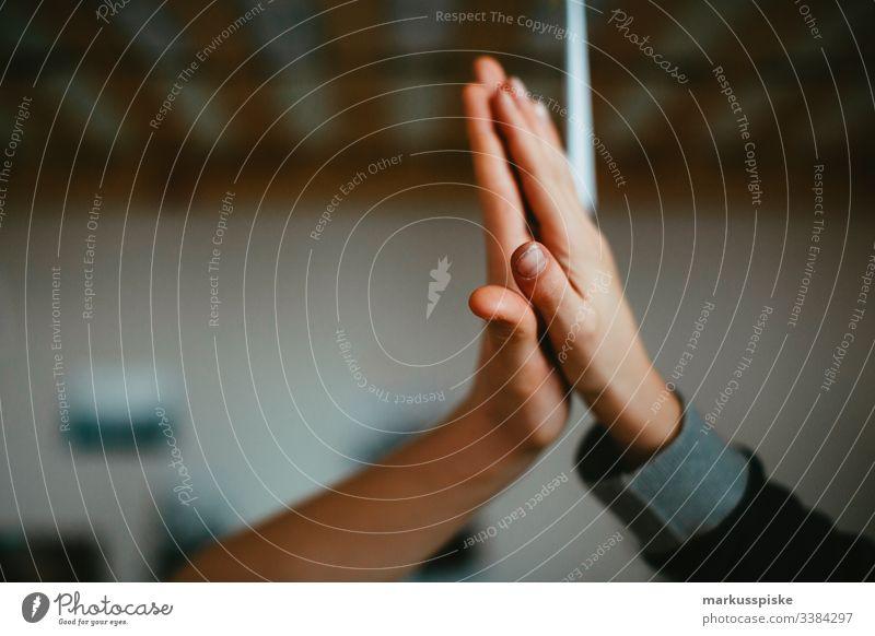 Zwei Hände Clap Best Buddy Junge Kindheit Kinderspiel Finger Symbole & Metaphern symbolkraft symbolisch Symbolismus Verbundenheit verbunden Freundschaft Freunde