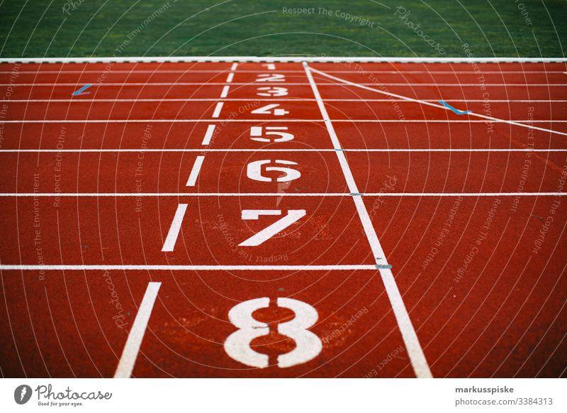 Leichtathletik Kunststoffbahn Starblock Sport Sportstätten Rennbahn Startblock Nummern Linienbus rennen 100 Meter Lauf