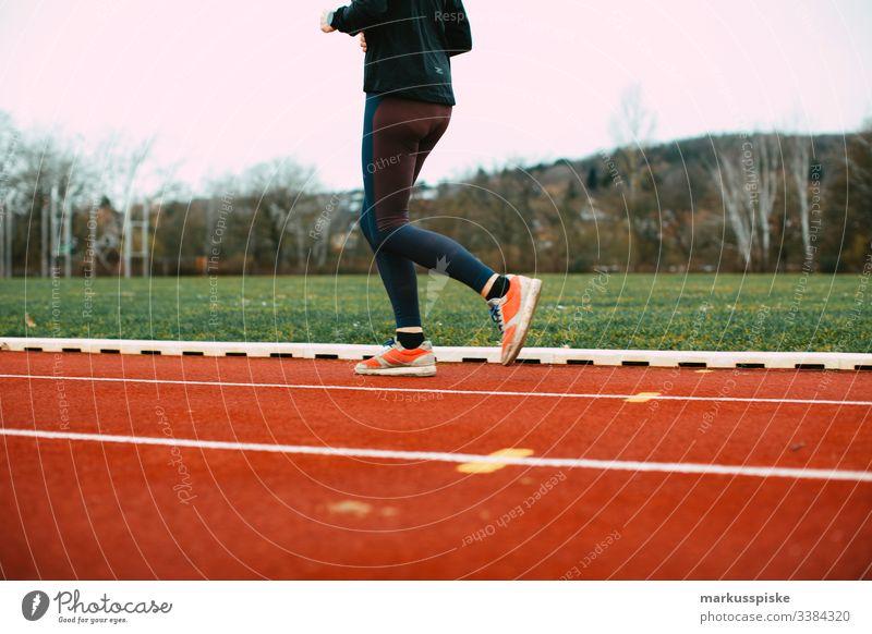 Leichtathletik Kunststoffbahn Training Sport Sportstätten Rennbahn Startblock Nummern rennen 100 Meter Lauf Jogging Laufsport