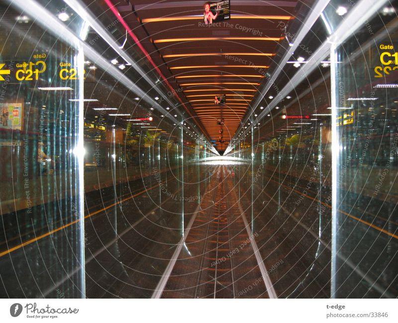 runway Rolltreppe Reflexion & Spiegelung Internet Verkehr Sigapur Bewegung Flughafen