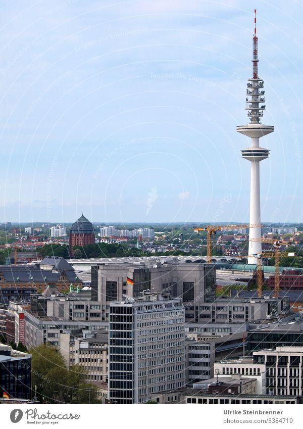 Heinrich-Hertz-Turm in Hamburg Gebäude Fernsehturm Architektur Bauwerk Sehenswürdigkeit Stadtzentrum Skyline Großstadt Hafenstadt Aussichtspunkt Wahrzeichen
