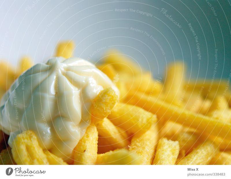 Pommes Lebensmittel Ernährung heiß lecker Abendessen Fett Mittagessen ungesund Fastfood Laster Pommes frites Völlerei Hemmungslosigkeit salzig gefräßig