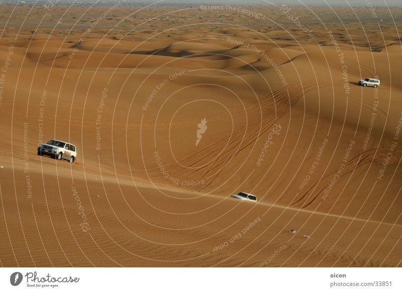 Jeep-Wüsten-Safari Geländewagen rot Horizont Abenteuer Ereignisse Zufriedenheit Sand