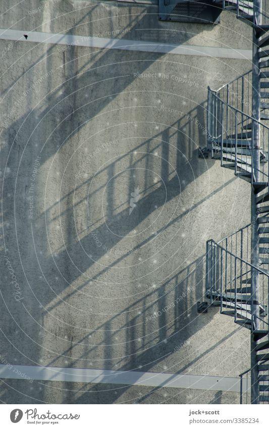 Treppe geschwungen wie der Schatten auf der Brandwand Silhouette Strukturen & Formen Farbfoto Funktionalismus Konstruktion Schlagschatten Schattenspiel