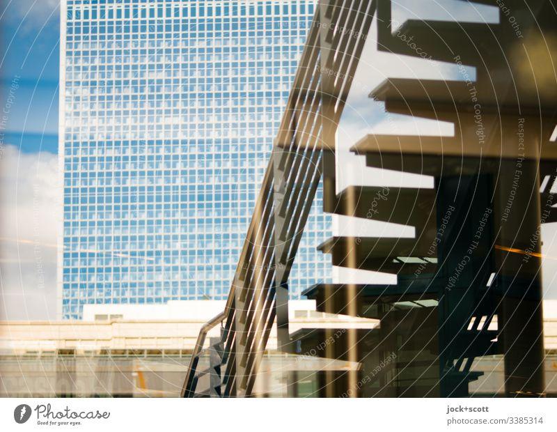 Alexanderplatz mit Hotel und Treppe im Spiegel Stadt Architektur Reflexion & Spiegelung Silhouette Stadtzentrum Schaufenster Sonnenlicht Berlin-Mitte