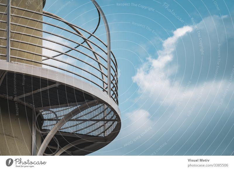 Architektonisches Detail eines Beleuchtungsmastes abstrakt architektonisch Architektur Gebäude Hauptstadt Konzept Beton Konstruktion Zeitgenosse Tag