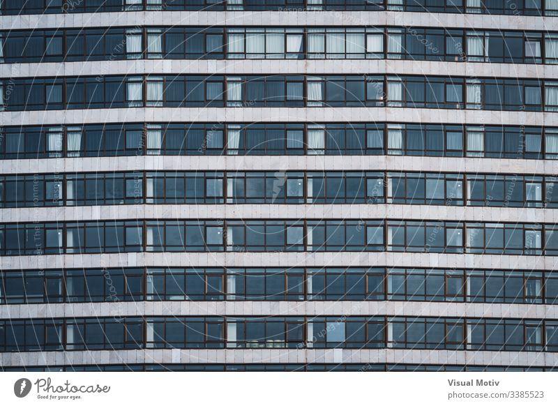 Fensterreihen eines städtischen Gebäudes Reihen Struktur Architektur abstrakt Gebäudefassade urban Stadtfassade Fassade Farbe Außenseite Wiederholung