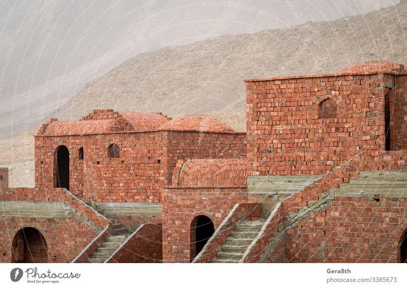 unfertige Backsteinhäuser in Ägypten arabisch Naher Osten Verlassen Architektur Blöcke Baustein Ziegel gebrochen Gebäude Konstruktion Krise detailliert Dom