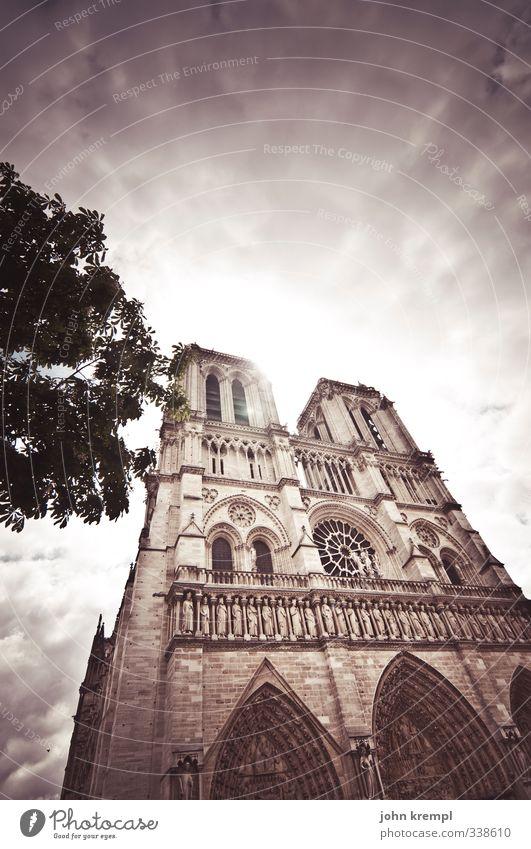 Unsere liebe Frau Himmel Wolken Paris Frankreich Hauptstadt Kirche Bauwerk Gebäude Architektur Kathedrale Notre-Dame leuchten gigantisch Originalität Tapferkeit