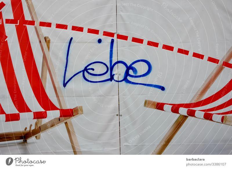 Lebe Schriftzug Strandstuhl Liegestuhl Graffiti Streifen Leben Sommer Stoff Kunst streetart Streetart Fotos