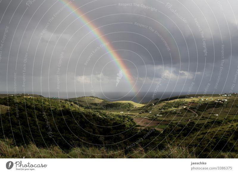 Regenbogen über Hügeln an der Wild Coast in Südafrika Hügellandschaft coast Küste Ferien & Urlaub & Reisen Tourismus Natur Licht Sonne Coffee Bay Wetter Ferne